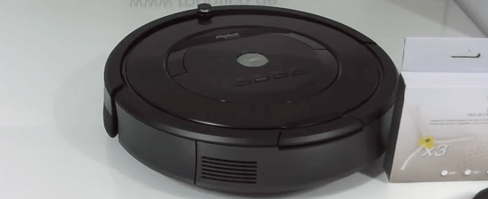 Aspirador Roomba color negro 786